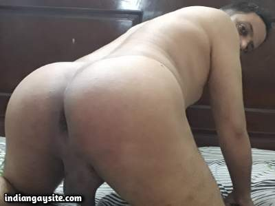 Naked horny daddy showing off his smooth ass to fuck